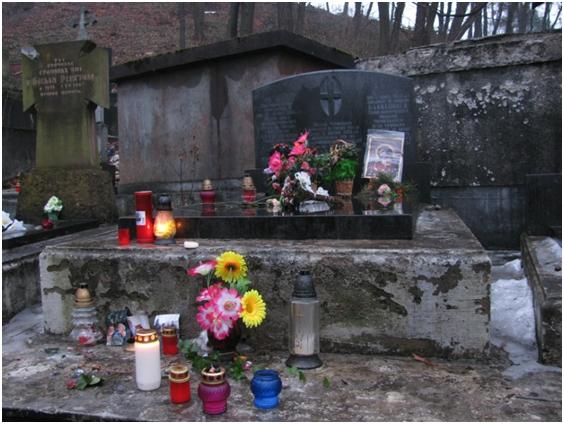 Могила владики Чарнецького на Личаківському цвинтарі у Львові