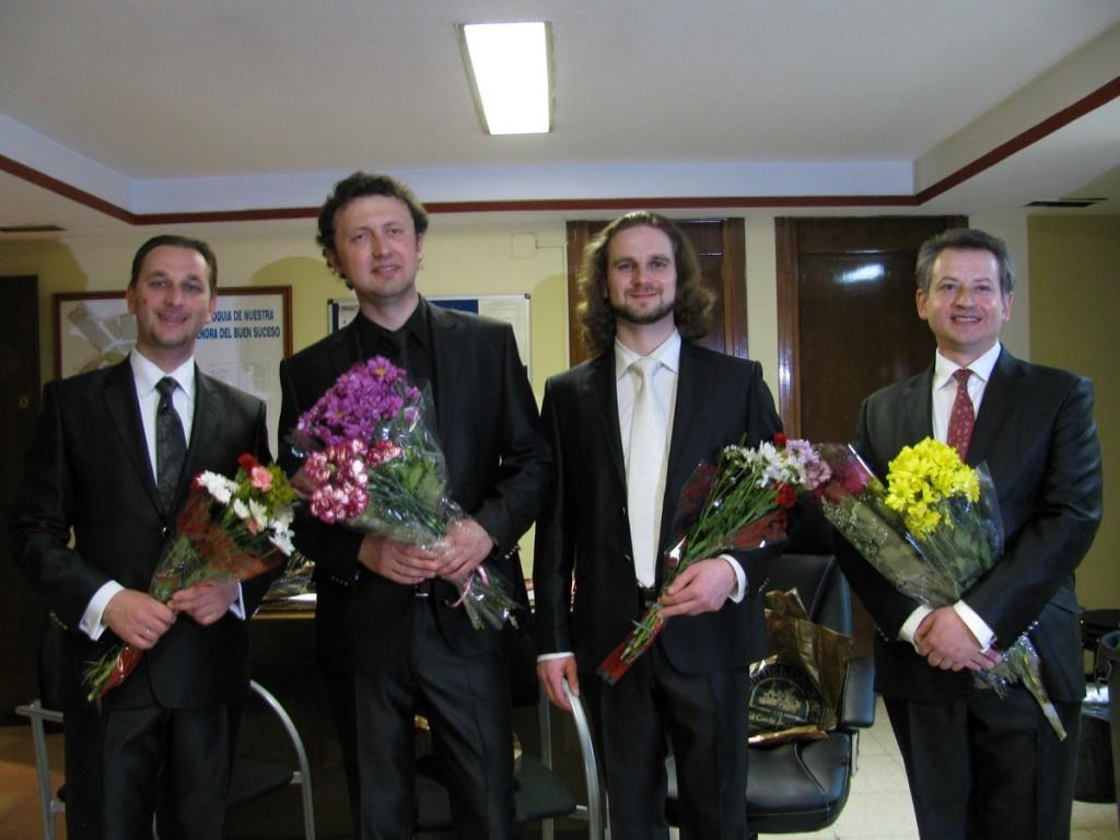 Василь Садовський (перший справа)