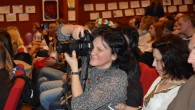 Ходорів'янка Ярослава Крупнак на світлині – з фотоапаратом