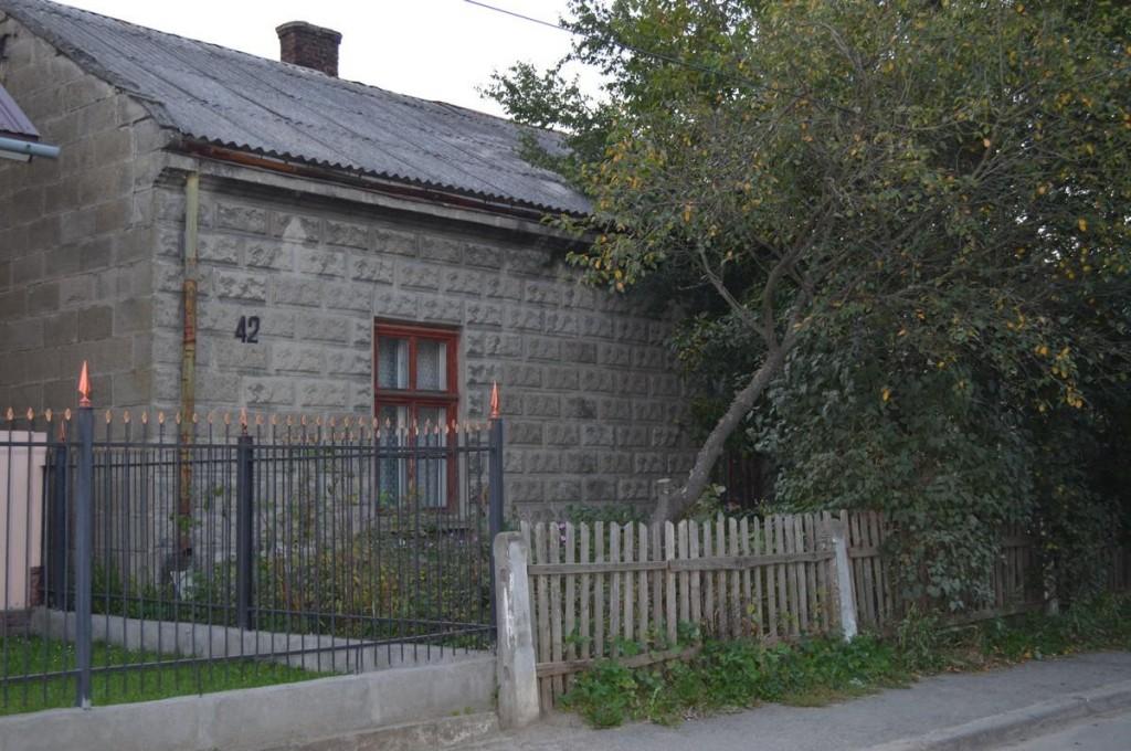 У цьому будиночку на теперішній вулиці Героїв Майдану (колишня 600-ліття Ходорова), де мешкала родина Мігоцьких, міг побувати Роман Шухевич