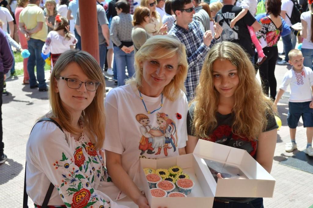 Оксана Горін (на фото – перша зліва)