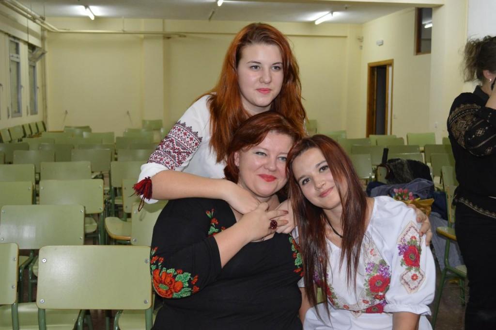 Люда Тимашкова з донькою та племінницею