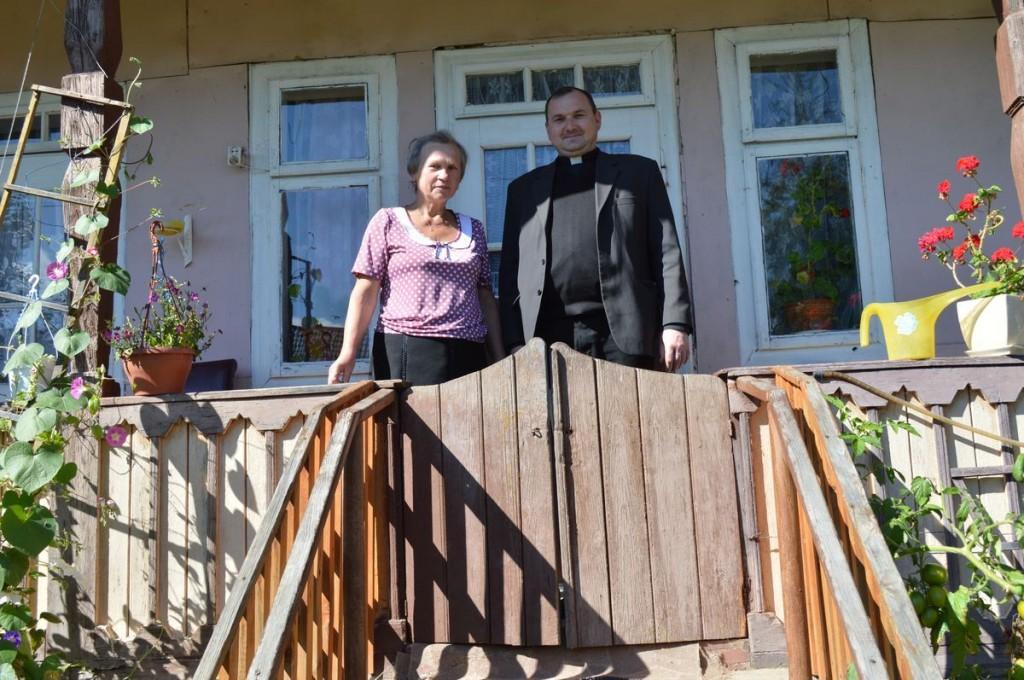Отець Петро разом з рідною сестрою отця Косила Марією