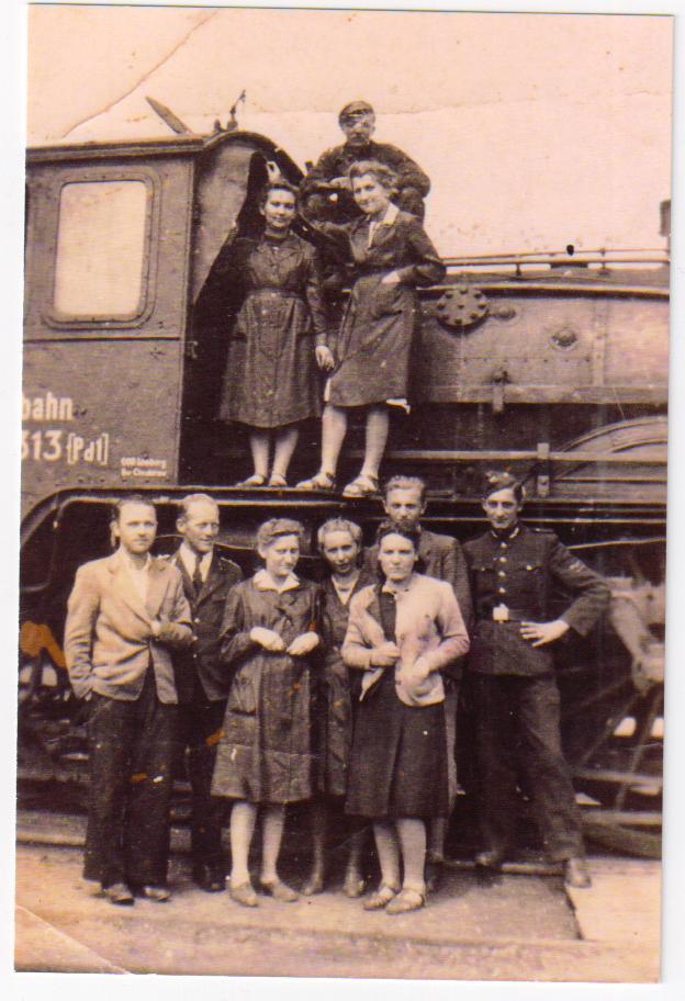 Марія Шудрава (внизу третя зліва)