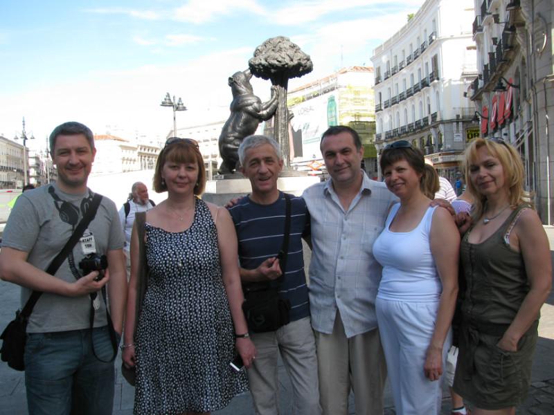 Ігор Гулик (третій зліва направо) разом з колегами-журналістами в Мадриді (2011 рік)