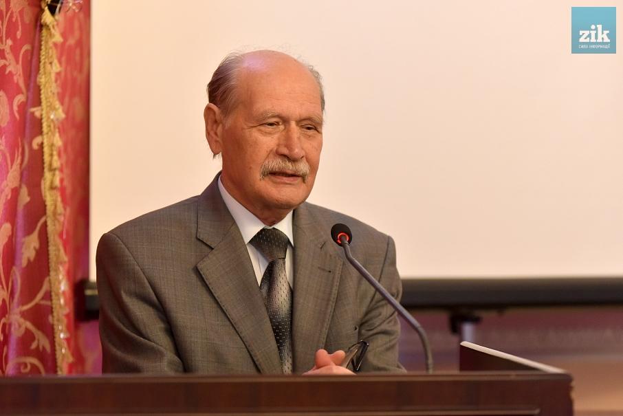 доктор філологічних наук, член-кореспондент НАН України  Микола Ільницький