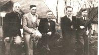 Дмитро Слюзар (другий праворуч) серед друзів-підпільників з Ходорівщини